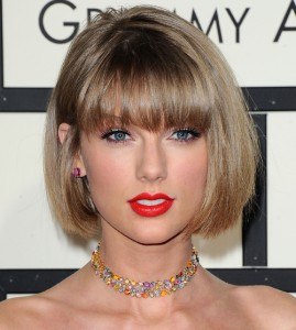 Get Taylor Swift S Classic Red Lip Beauty Look From The