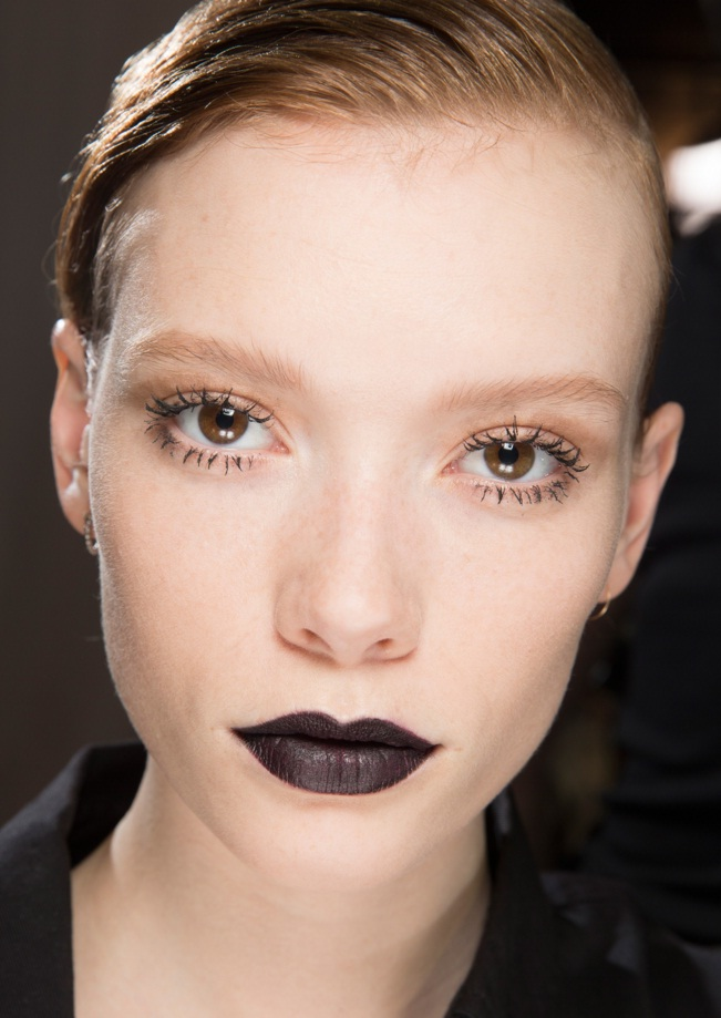 best runway makeup looks from paris fashion week fall 2016 beauty. Black Bedroom Furniture Sets. Home Design Ideas