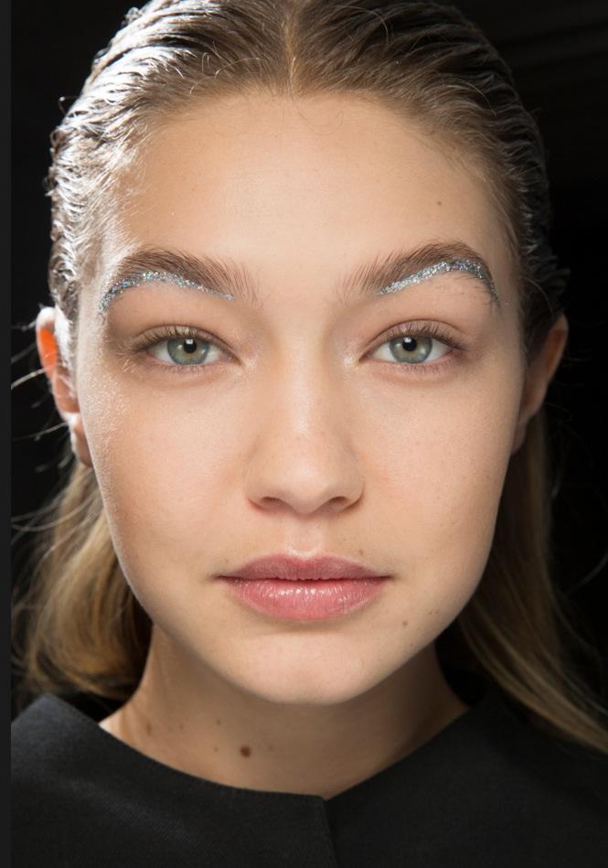 Best Runway Makeup Looks From Paris Fashion Week Fall 2016