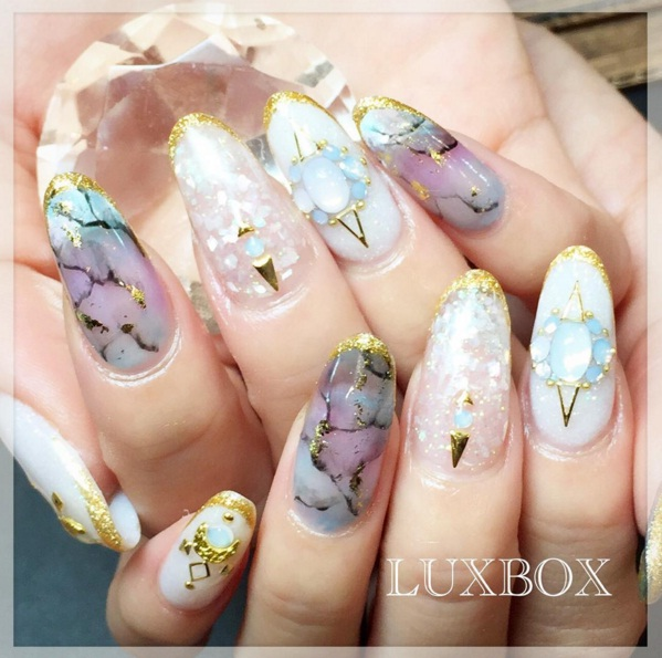 Stone Nails- The New Manicure Trend To Rock Now