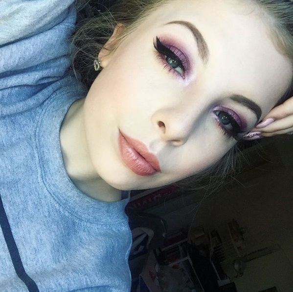 Rock Violet Smokey Eyes Like A True Bombshell Beauty