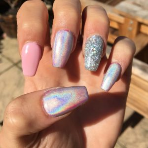 Holographic Nails Reach The Next Level For Fall 2016