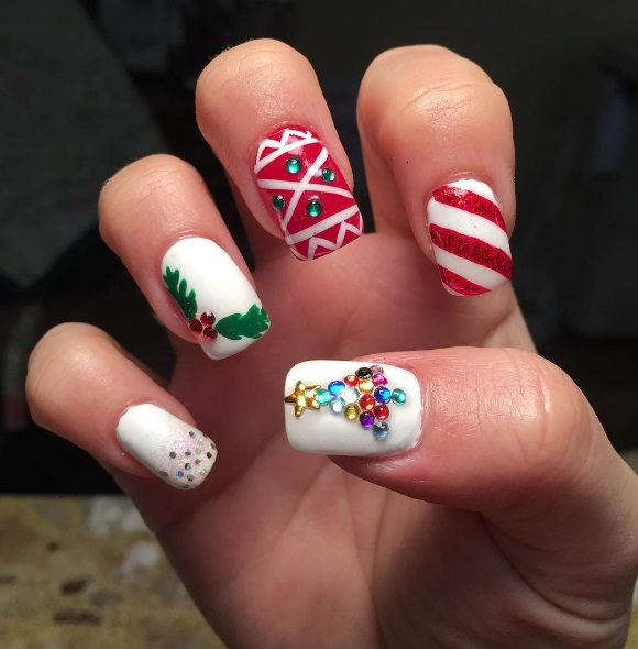 Get Into The Holiday Spirit With These Christmas Tree Nails Beauty