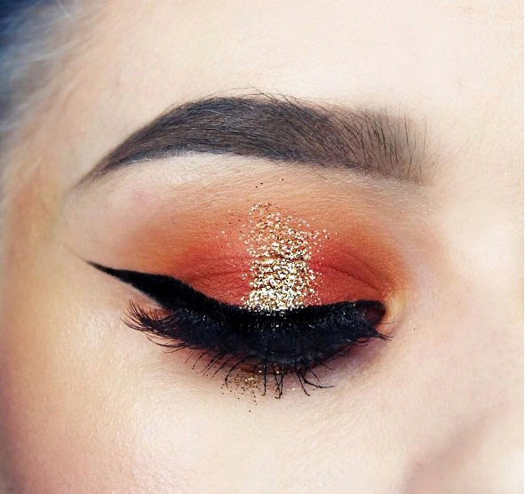 Embrace Edgy Red Eye Makeup This Holiday Season