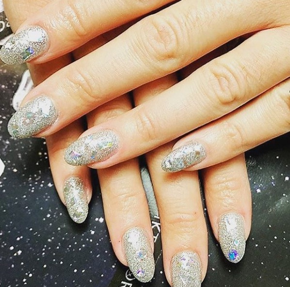 Bedazzled Nails Bring A Touch Of Bling To Spring S Manicure Trends