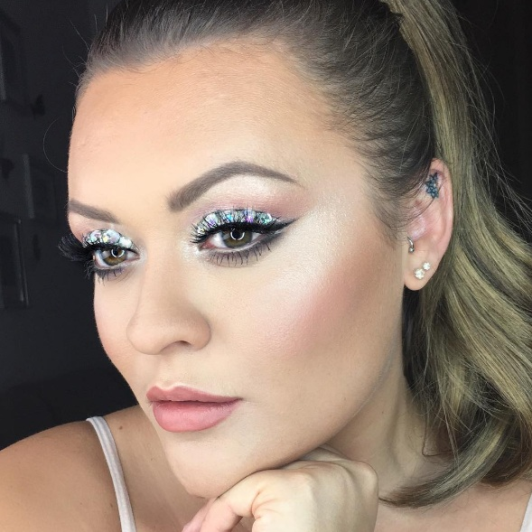 How To Master Sparkling Smokey Eye Makeup advise
