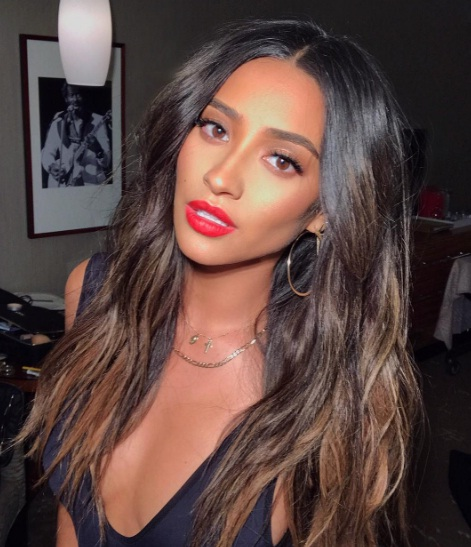 Quot Pretty Little Liars Quot Star Shay Mitchell Wears A Perfect