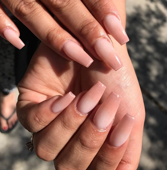 There Is An Almond Manicure Which Can Suit Just About Everyone Take Your Cues From These Nail Art Looks And Try Sporting This Glamorous