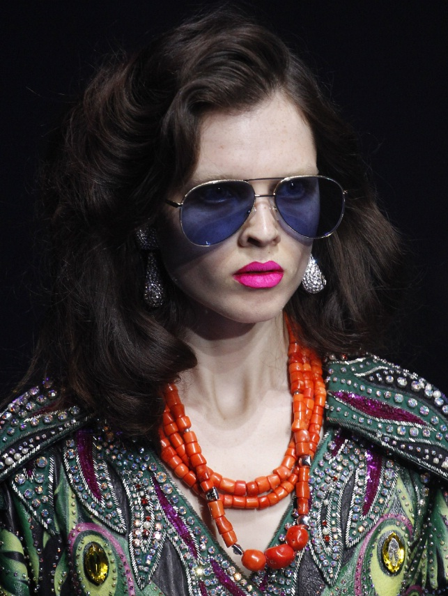 0adfc28b095 Glittering Eyes   Bright Lips Shine At Gucci s Spring 2018 Show