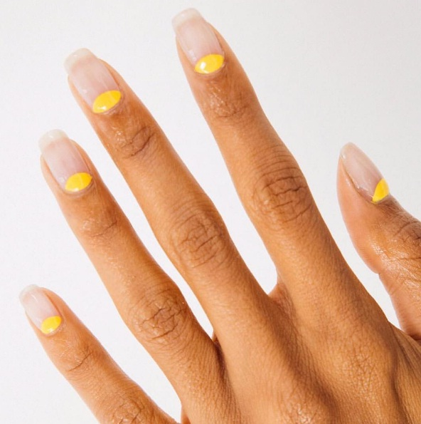 The Right Way To Sport Yellow Nail Polish This Autumn | BEAUTY
