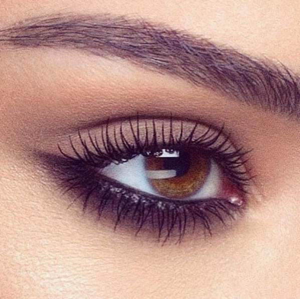 Master The Reverse Cat Eye Makeup Trend Right Now