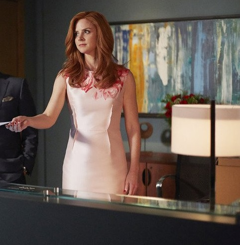 Sarah Rafferty S Best Fashion Moments From Quot Suits Quot Season