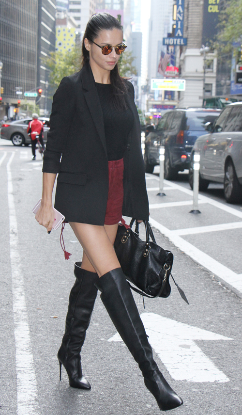 Copy Adriana Lima S Model Off Duty Style For The Weekend
