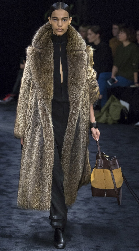 Retro Style Fur Coats Warm Up The Runways Fashion
