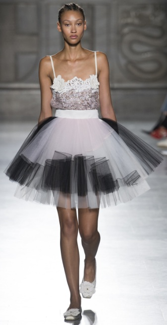 66ff351f1d11 Paired with knee-high black lace up sandals, this tutu skirt managed to  combine a rebellious edge with ladylike style.