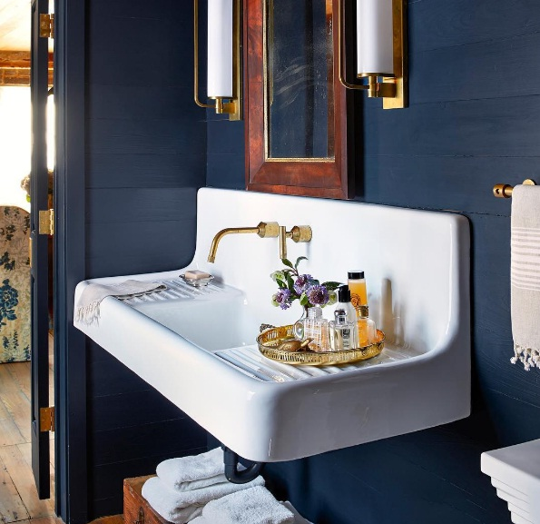 Whether Your Space Is Currently Adorned With Neutral Hues Or Bright And  Funky Shades, Navy Is The Perfect Colour To Complement Your Home Décor.