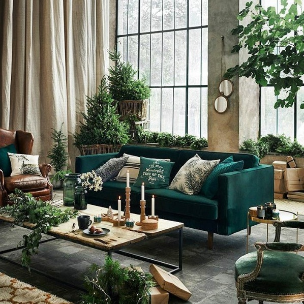 A Matching Green Wall Complementary Accent Cushions And Lush Plants Placed In Gl Vases Can Complete The Décor Statement