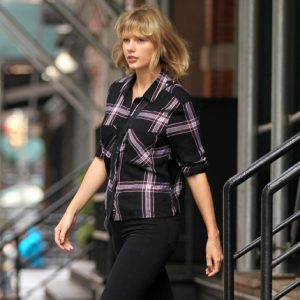 Taylor Swift Outside of her TriBeCa Apartment